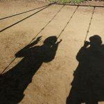 ブランコにうつる影