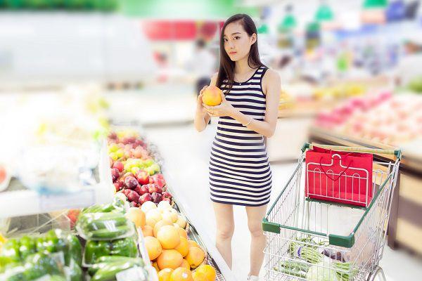 スーパーの女性客